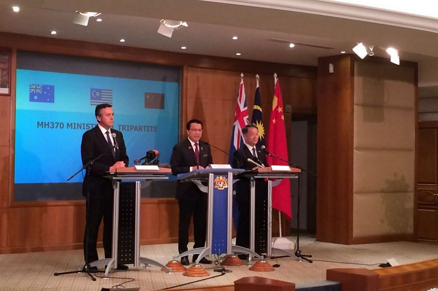 Malaysian Transport Minister Liow Tiong Lai (centre) speaks at the press conference in Kuala Lumpur on July 22, 2016, with his counterparts from Australia and China.