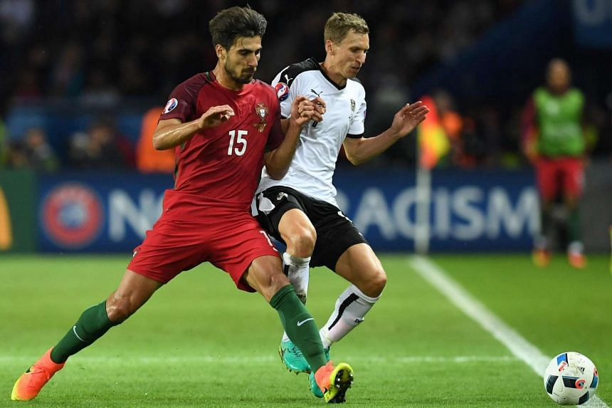 Portugal's midfielder Andre Gomes (left) vies with Austria's defender Florian Klein during the Euro 2016 group F football match between Portugal and Austria.