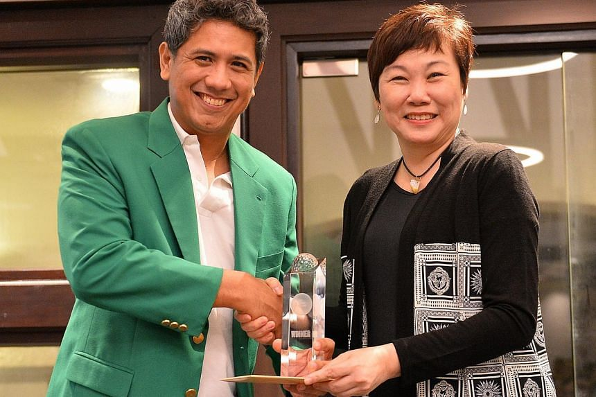 Chris Chiu, J. Walter Thompson Singapore's chief creative partner, getting his award from Singapore Press Holdings' executive vice-president and head of marketing division Elsie Chua. He won the SPH Golf Challenge held at the Tanah Merah Country Club
