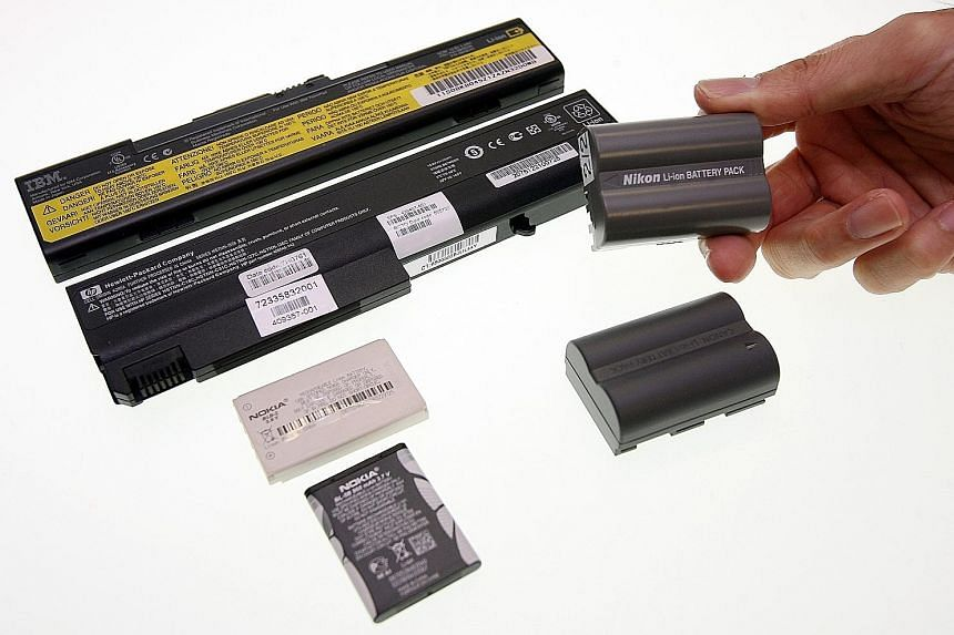 Lithium-based batteries found in modern gadgets should not be discharged fully before charging, but older, nickel-based ones should.