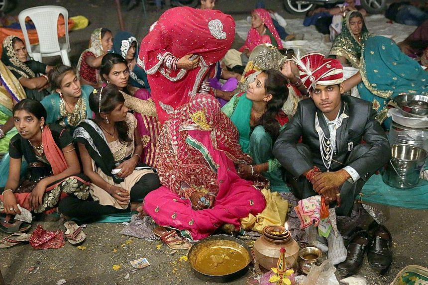 A mass wedding in the Pal community - former cattle herders- in northern India. To eradicate child marriages, dowry payments and extravagant spending at weddings, the community has been promoting mass weddings for more than three decades.
