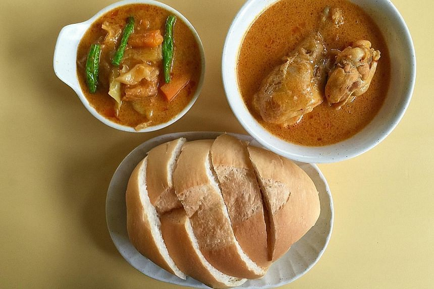 Hai Nan's chicken curry is mildly spicy and the vegetable curry has a natural sweetness.