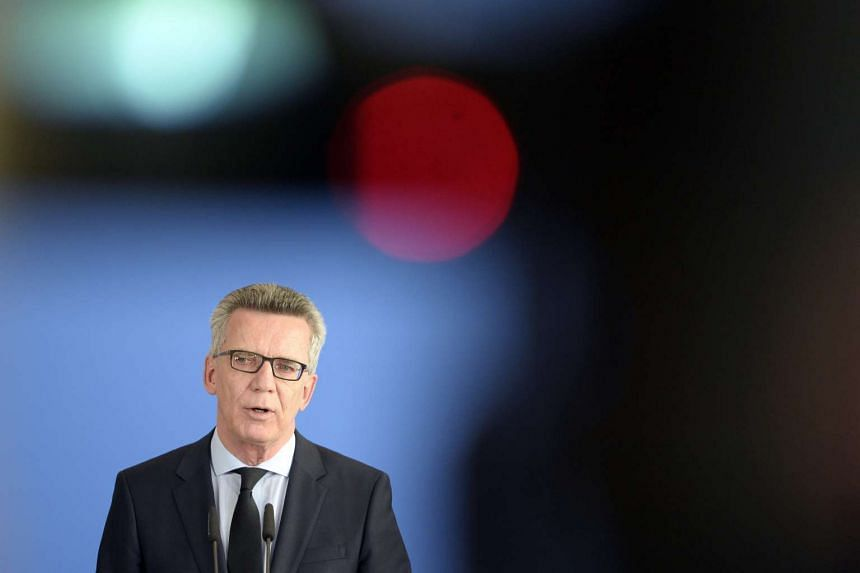 German Interior Minister Thomas de Maiziere has cautioned Germans against indiscriminately branding all refugees a security threat after a rash of attacks over the last week.