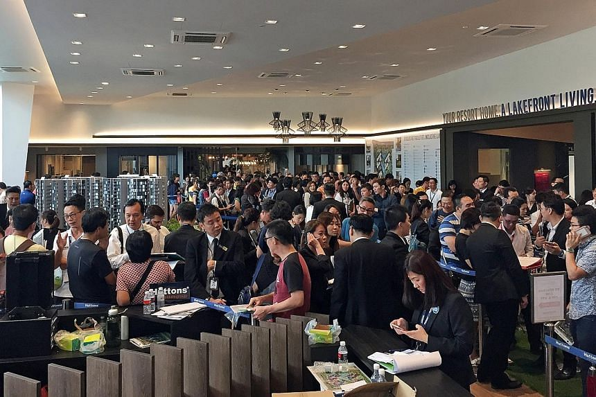 The packed showflat for the 710-unit Lake Grande condo in Jurong West Street over the weekend. About 87 per cent of the 500 units released for sale on Saturday were sold at an average price of $1,368 per sq ft.