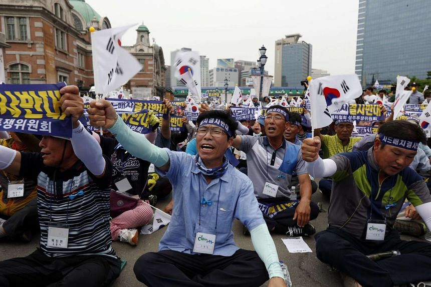 """South Koreans shout """"No THAAD Deployment"""" slogans at a rally against the government's defence policy in Seoul, on July 21, 2016."""