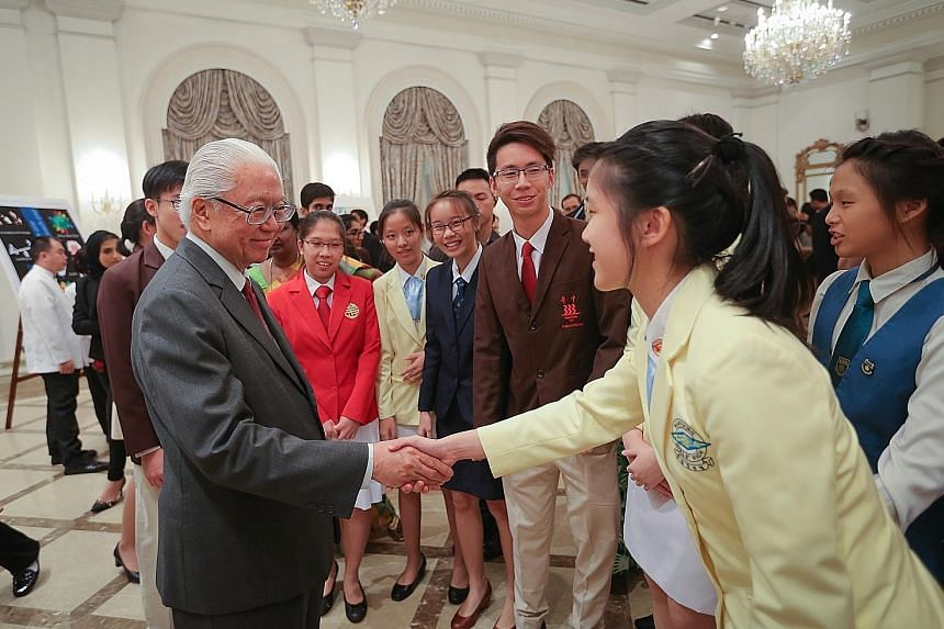 President Tony Tan Keng Yam meeting student delegates participating in the Hwa Chong Asia-Pacific Young Leaders Summit 2016 at the Istana yesterday. A total of 105 students and teachers from 28 schools around the world took part in the nine-day progr