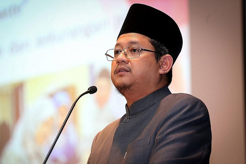 Dr Fatris says Muslims should not denounce other Muslims with different worldviews, they must reject views that they cannot interact with non-Muslim Singaporeans or that they cannot live as a Muslim in a multireligious state.