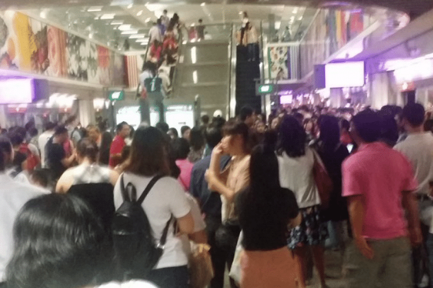The crowd at Buagkok Station during the MRT breakdown on July 29.