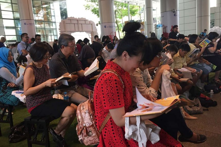 Some 300 people gathered to read at the National Library Building for the first National Reading Day on Saturday.