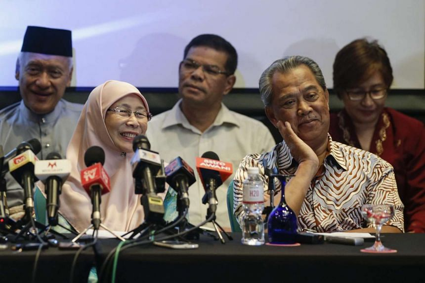 Malaysian Opposition Leader Wan Azizah Wan Ismail (left) and Former Malaysian Deputy Prime Minister Muhyiddin Yassin (right) during a press conference on July 30, 2016.