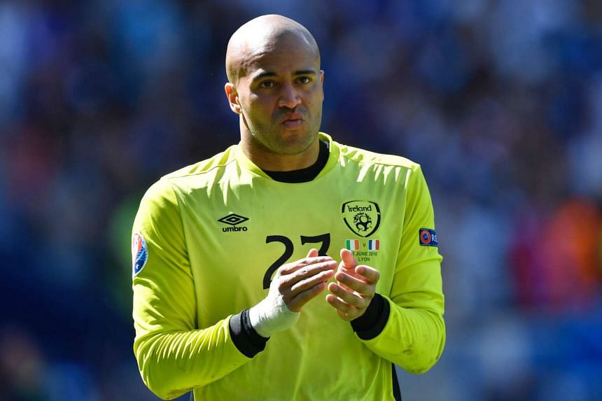 Goalkeeper Darren Randolph has signed a new four-year contract with West Ham United.