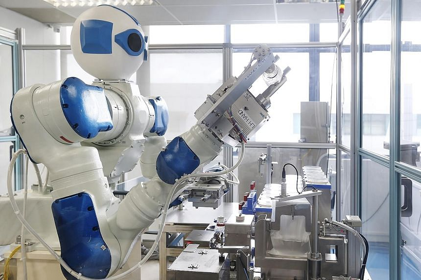 A robot designed for an industrial microbiological testing laboratory that provides tests for products, including general food products and traditional Chinese medicine.