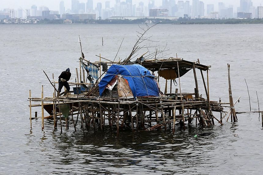A Filipino fisherman reinforcing a shanty at a coastal village in the town of Bacoor, south of Manila, yesterday as Typhoon Nida approached. The authorities issued an alert for the effects of Nida as it crossed the northern Philippine island of Luzon