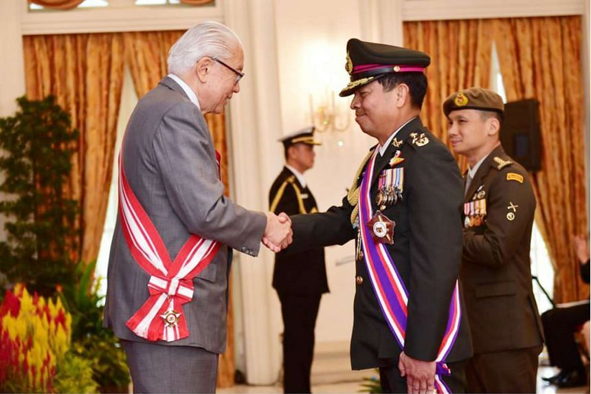 President Tony Tan Keng Yam congratulating the Thai Chief of Defence Forces General Sommai Kaotira after conferring the Distinguished Service Order (Military) on him at the Istana on Aug 3, 2016.