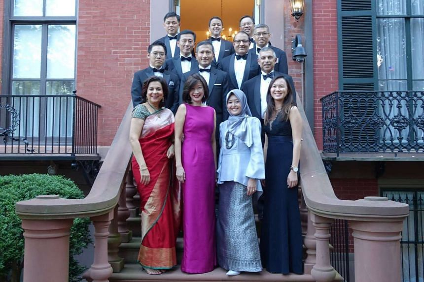 A photo of the Singapore delegation before the White House state dinner.