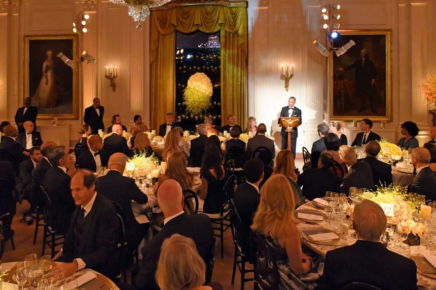 US President Barack Obama proposes a toast to Singapore Prime Minister Lee Hsien Loong at the State Dinner held in his honour.