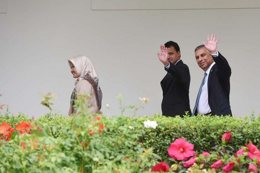 The Singapore delegation makes its way to the Oval Office.