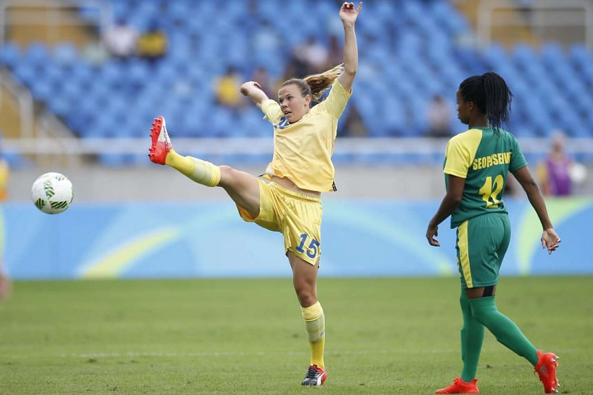 Jessica Samuelsson (left) of Sweden in action against Jermaine Seopsenwe of South Africa during the women's first round match.
