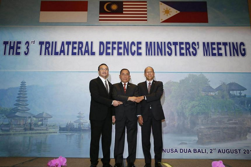 (From left) Malaysian Minister of Defense Hishammuddin Hussein, Indonesian Defense Minister General Ryamizard Ryacudu and Philippines Defense Secretary Delfin Lorenzana at the Third Trilateral Defence Minister Meeting in Nusa Dua, Bali, Indonesia on