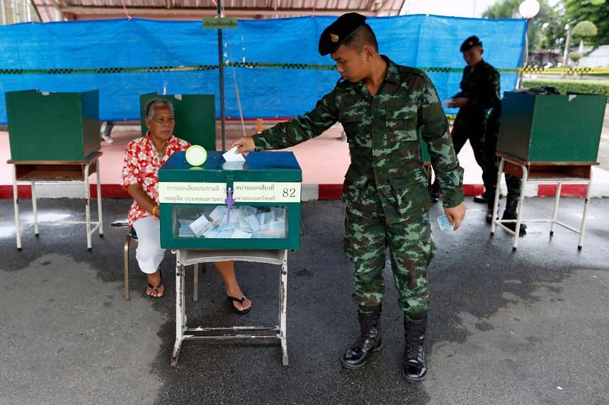 A Thai soldier casts his vote at a polling station outside an army barrack in Bangkok, Thailand on Aug 7, 2016.