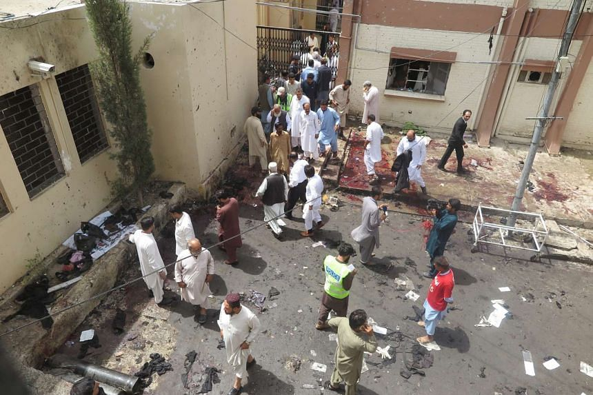 People gather at the scene of a bomb blast in restive Quetta, Pakistan on Aug 8, 2016.