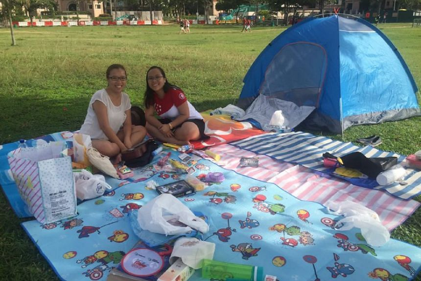 Preschool teachers Zheng Shuling and Tan Gek Ling have prepared a picnic for their colleagues outside the National Stadium.