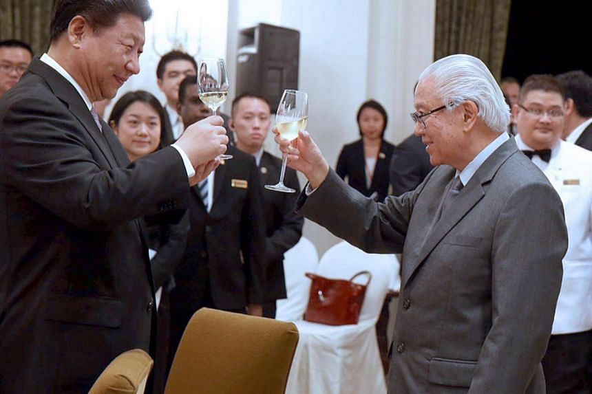 President Tony Tan Keng Yam (right) toasting Chinese President Xi Jinping at a state banquet held in honour of the Chinese leader at the Istana on November 6, 2015.