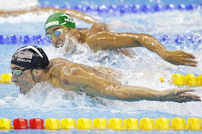 The mid-race image that encapsulated the 200m butterfly on Tuesday. Chad le Clos (top) of South Africa, the man who dethroned Michael Phelps of the US in the event at the 2012 Olympics, stealing a glance at his rival, who not only found an extra gear