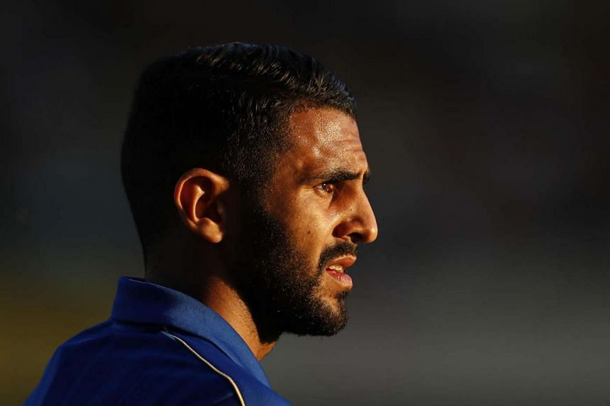 Leicester star Riyad Mahrez has agreed to stay at champions Leicester this summer.