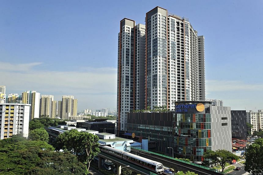 Resale prices for HDB flats rarely reach $1 million. The record- setting flat in Clementi Avenue 3 belongs to a unique development: Clementi Towers (left), the first HDB project to be integrated with both a shopping mall and a bus interchange.