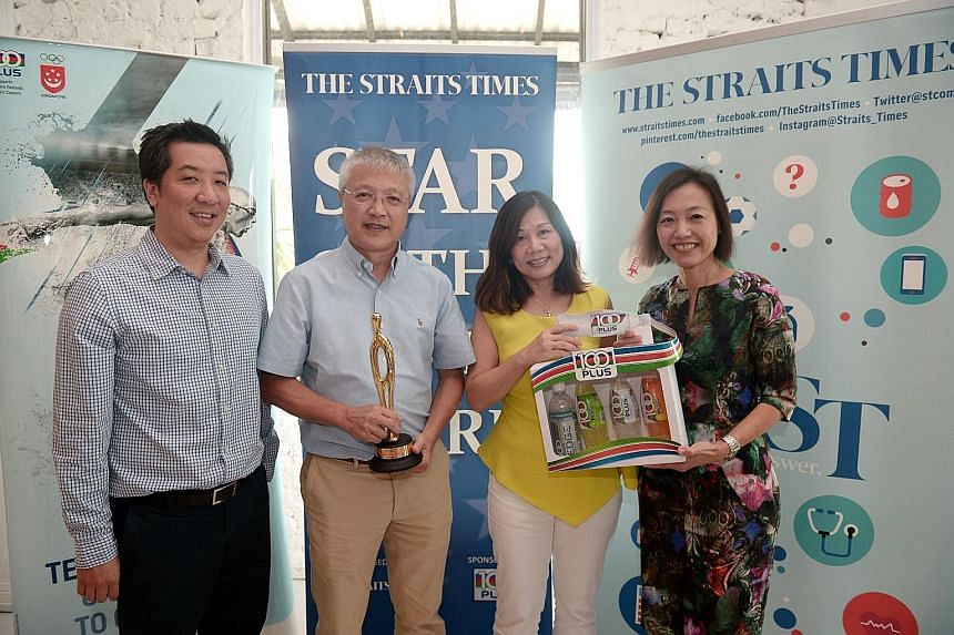 Yeo Jia Min's parents, Yeo Sik Tat and Judy Wong (couple in the middle) receiving the ST Star of the Month award from ST sports editor Marc Lim and Jennifer See, general manager of F&N Foods Singapore. This is the second time Yeo has won this accolad