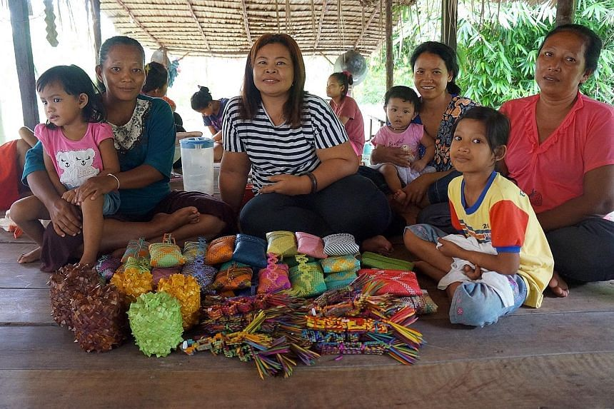 The Mah Meri people of Carey Island with the handicrafts they had brought for sale to Gerai OA. In the centre is Ms Maznah and on the far right is Ms Fauziah.