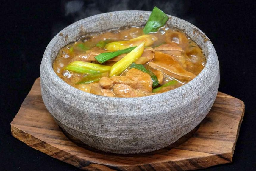 Hot Stone Sauteed Liver with Ginger and Onion