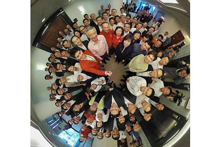 A 360 photo of Joseph Schooling (in red jacket), his family, Prime Minister Lee Hsien Loong (in pink) and parliamentarians on Aug 15, 2016.