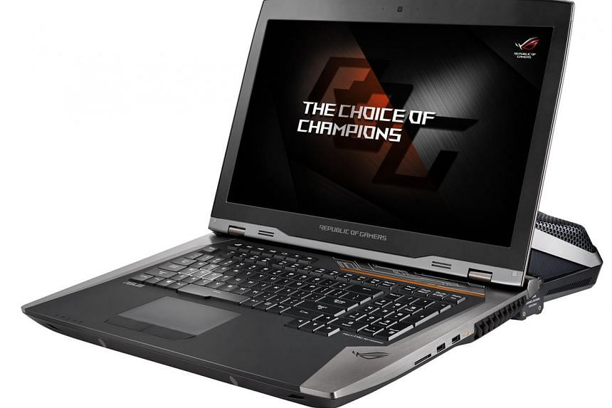 The Asus ROG GX800 weighs 5.69kg, or almost 2kg heavier than the older model.