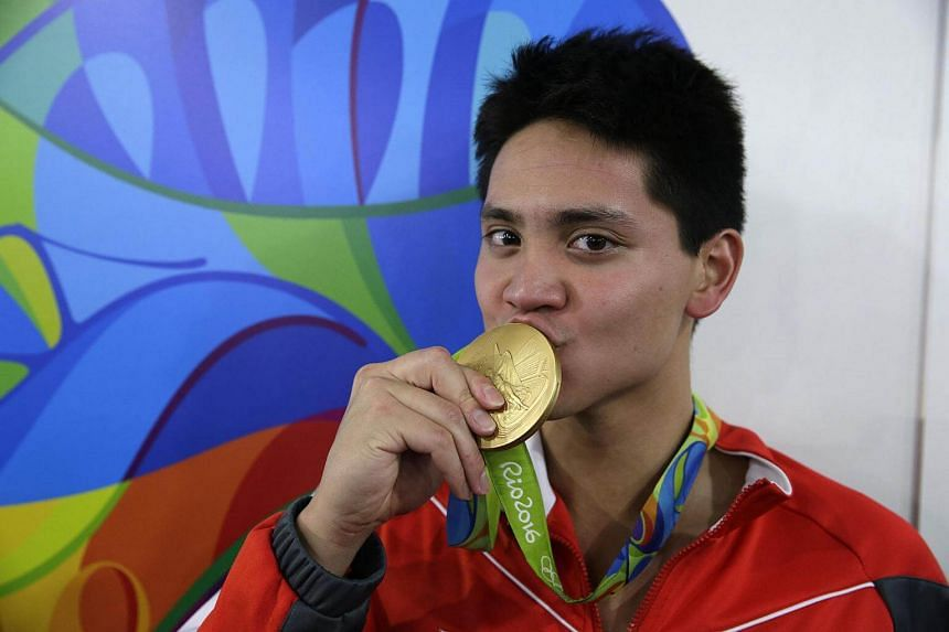 Joseph Schooling posing with his gold medal, on August 12.