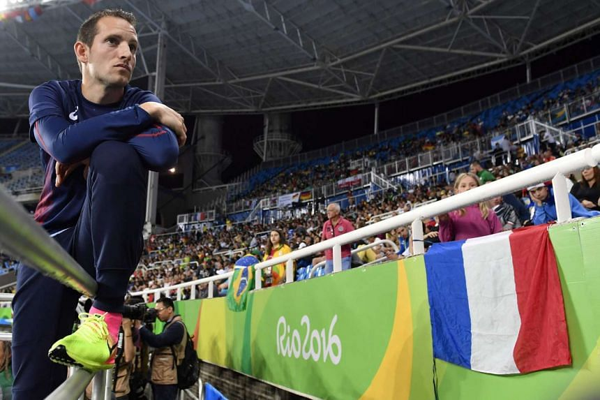 France's Renaud Lavillenie waits to compete in the men's pole vault final on Aug 15, 2016.