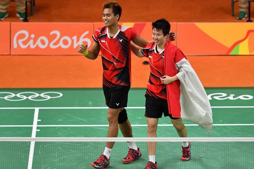 Indonesia's Tontowi Ahmad (left) and Liliyana Natsir react after winning against Malaysia's Liu Ying Goh and Peng Soon Chan.