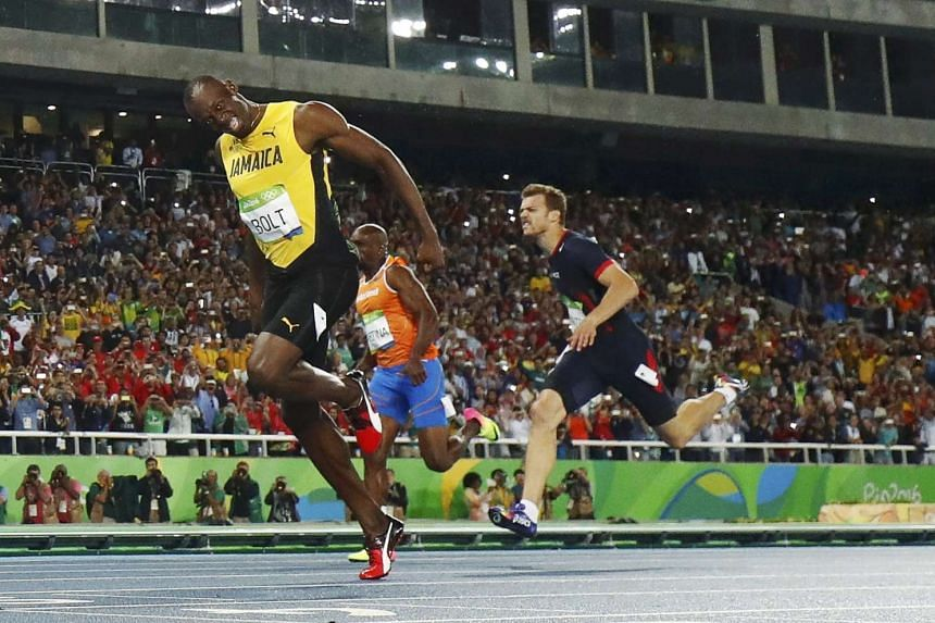 Usain Bolt crossing the finish line to win 200m gold.