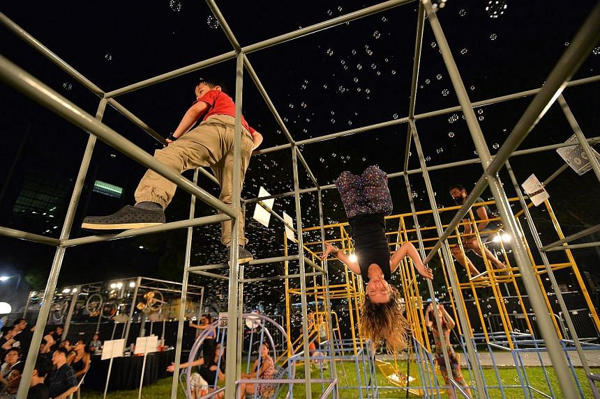 This year's Singapore Night Festival features the House of Curiosities, a show about adventure, man-made machines and the capacity of the human mind and spirit to discover and invent. It is held at the open space (right) in front of The Cathay.