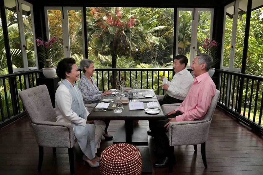 Prime Minister Lee Hsien Loong and his wife Mrs Lee hosting Chinese President Xi Jinping and his wife Peng Liyuan at the Botanic Gardens on Nov 7, 2015.