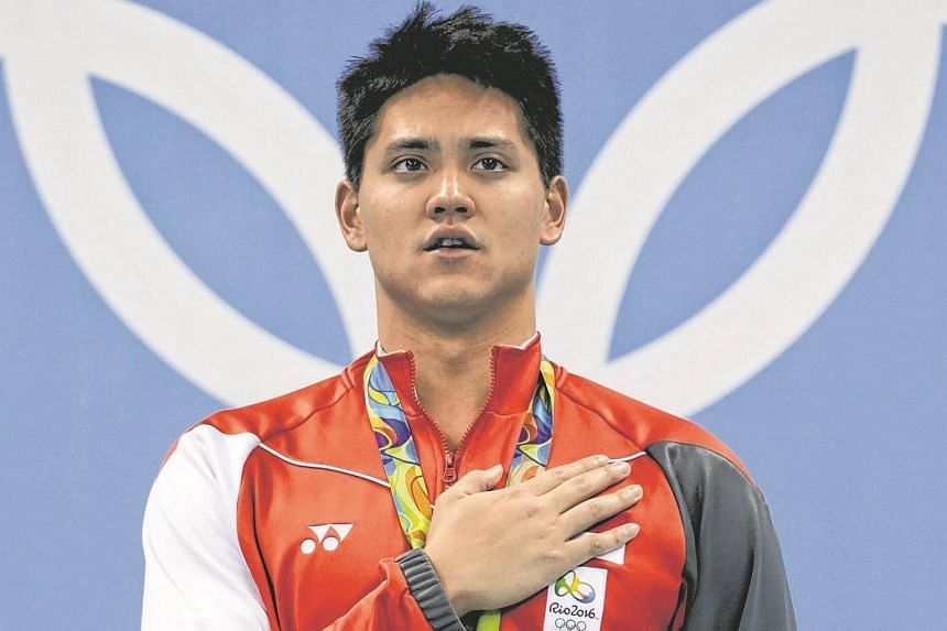 Joseph Schooling singing the national anthem on the podium after winning the men's 100m butterfly final.