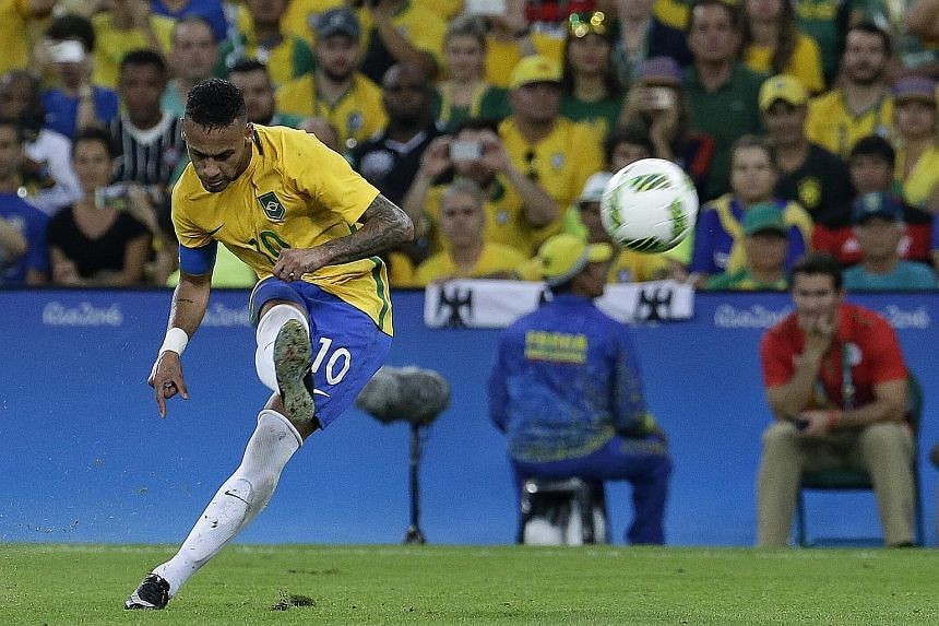 Neymar opened the scoring with this free kick.