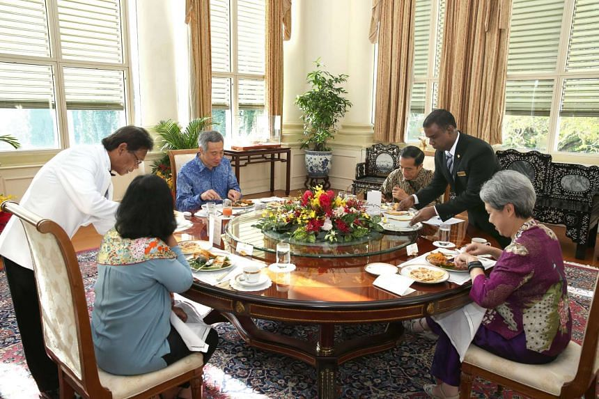 Prime Minister Lee Hsien Loong and Mrs Lee hosting Indonesia President Joko Widodo and his wife Iriana to a meal of nasi lemak on Nov 22, 2014.