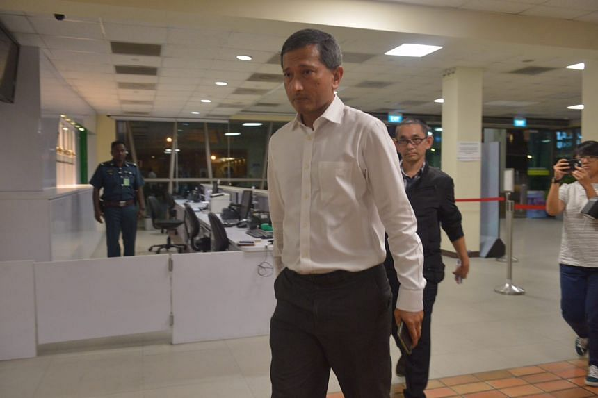 Foreign Minister Vivian Balakrishnan arriving at SGH after hearing the news of the death of former president S R Nathan, on Aug 22, 2016.