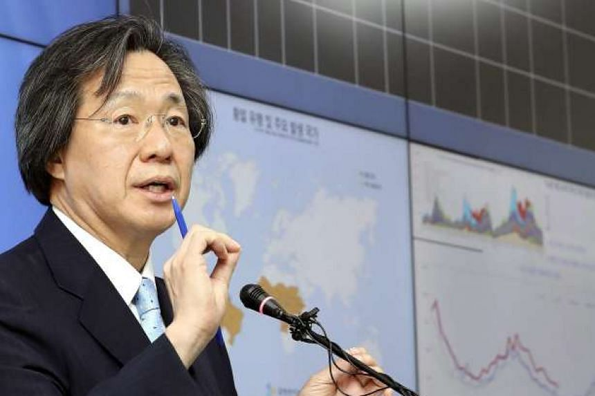 Jung Ki Suck, director of the Centers for Disease Control and Prevention, gives a briefing at the agency's headquarters on Aug 23, 2016, on protective measures against epidemics.