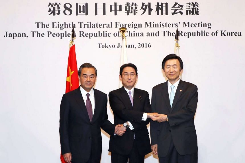 Japanese Foreign Minister Fumio Kishida (centre), Chinese Foreign Minister Wang Yi (left) and South Korean Foreign Minister Yun Byung-Se at the trilateral foreign minister's meeting in Tokyo, Japan, on Aug 23, 2016.