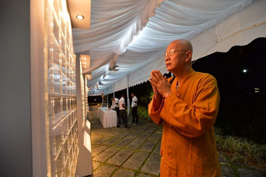 Reverend Lee Tay Lang Shifarong was the first member of public at the Istana to pay his respects to the late President S R Nathan.