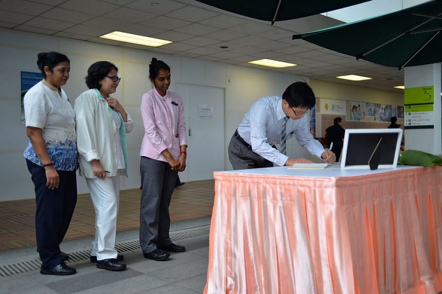Staff at the Singapore General Hospital pen tributes to the former President.