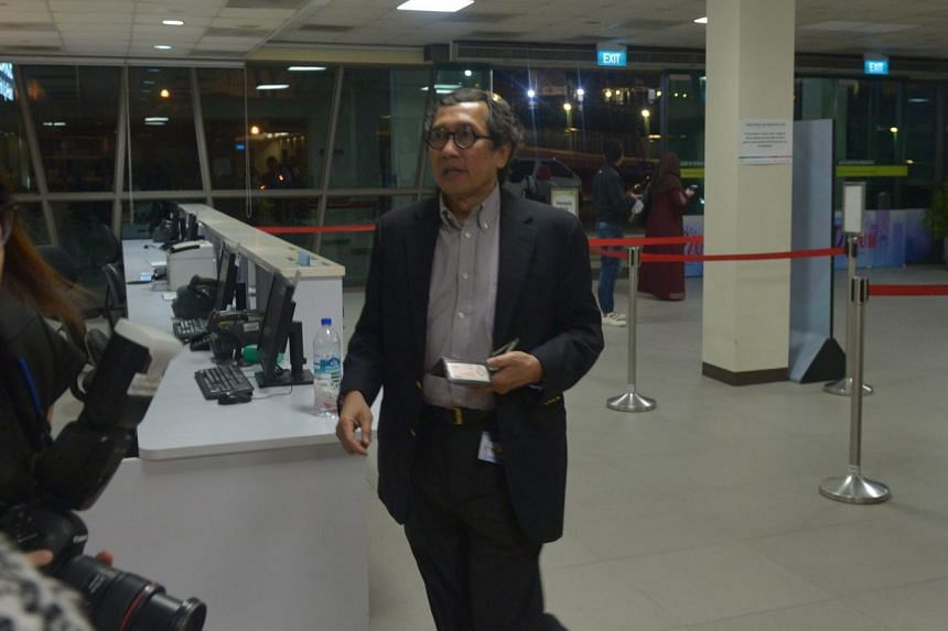 Singapore's ambassador-at-large Bilahari Kausikan arriving at SGH after news broke about the death of former president S R Nathan, on Aug 22, 2016.